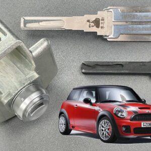 [1322] Mini Coupe Door Lock Picked